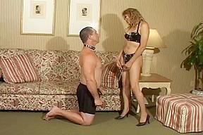 Latex sexy tranny keeps her lover on a...