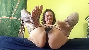 Showing off her feet and soles 4 pornhub...