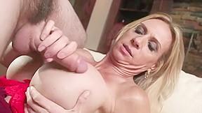 Woman big tits needs sex...