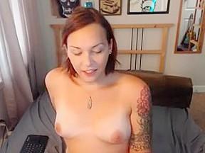 Trap selfsucking her clit...