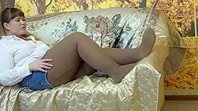 Young bbw in grandmothers pantyhose feet fetish...