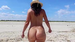 Bubble butt 22yr old girlfriend having nude...