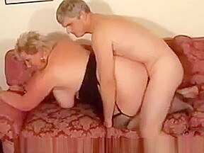 Blonde shorthair bbw granny by young guy...