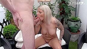 Geile blonde stripperin wird vom richtig durchgebumst...
