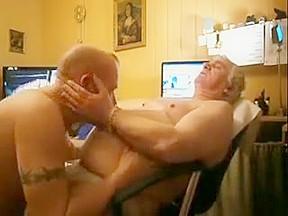 Men sucking a nice cock...