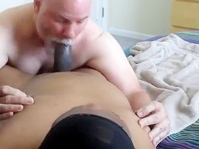 Flowing nutt from a big dicked...