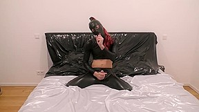 Teen highheels and on big dildo and jerks...