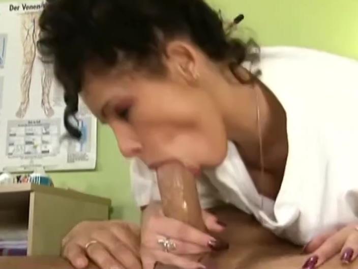 coco and a girl vs 2 cocks german