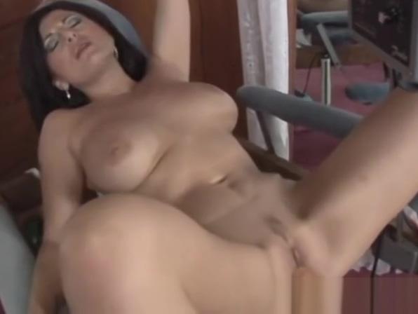Lola Lynn Rides The Dildo Chair Then Sucks Dick