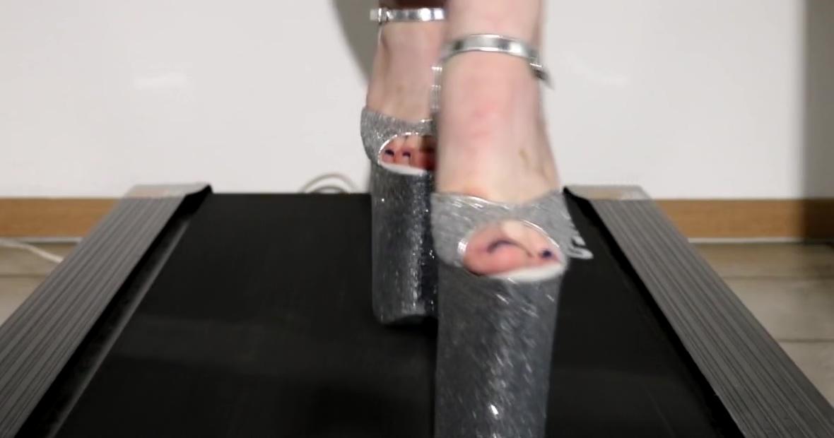 Walk on theatmill in 10 inch glitter heels