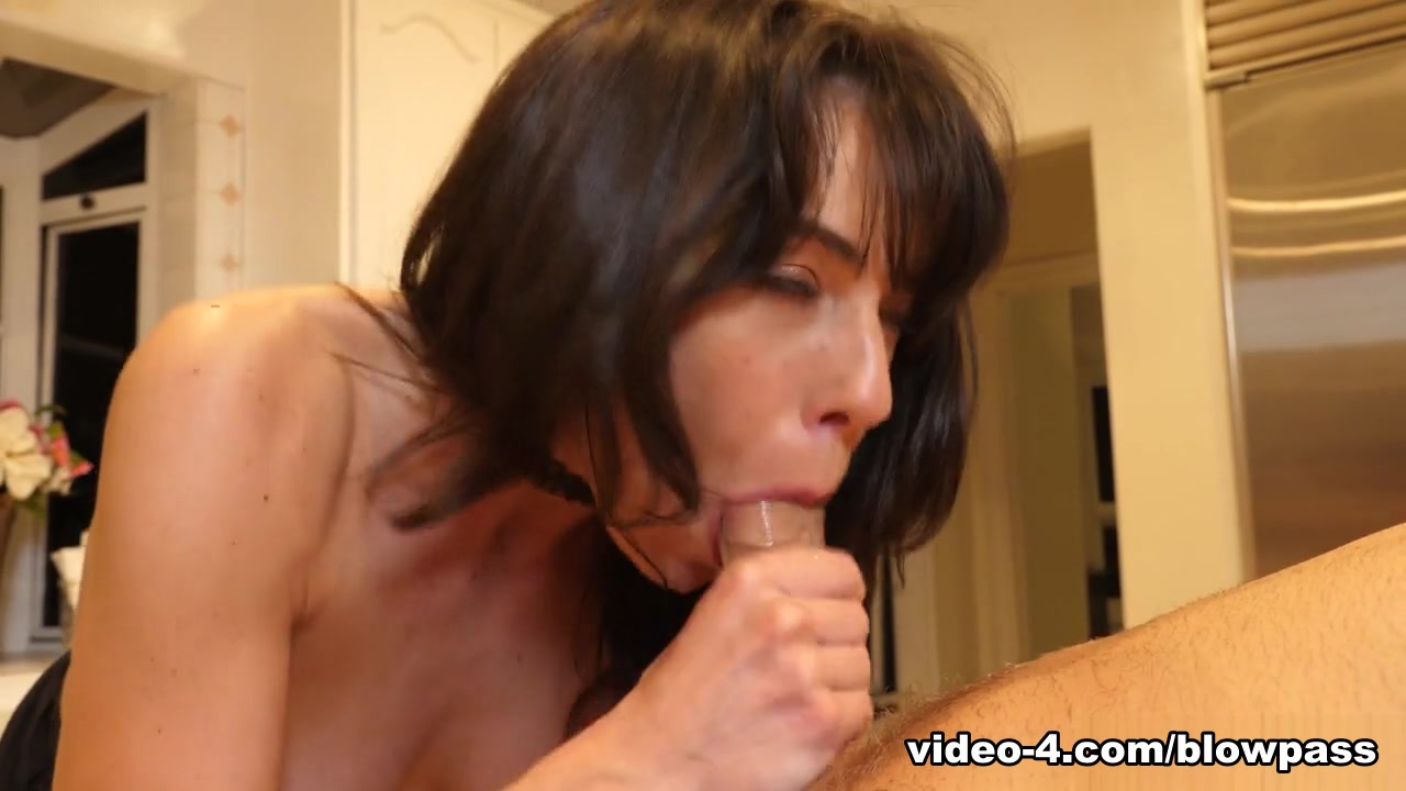 Lexi Foxy in Cock Cake - MommyBlowsBest
