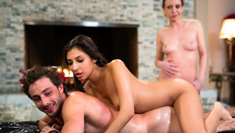 Jade Nile & Gianna Dior & Lucas Frost in Expanding Their Horizons, Scene #01 - FantasyMassage