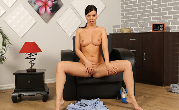 Vicky Love in Wearing Wet Clothes - VirtualPee