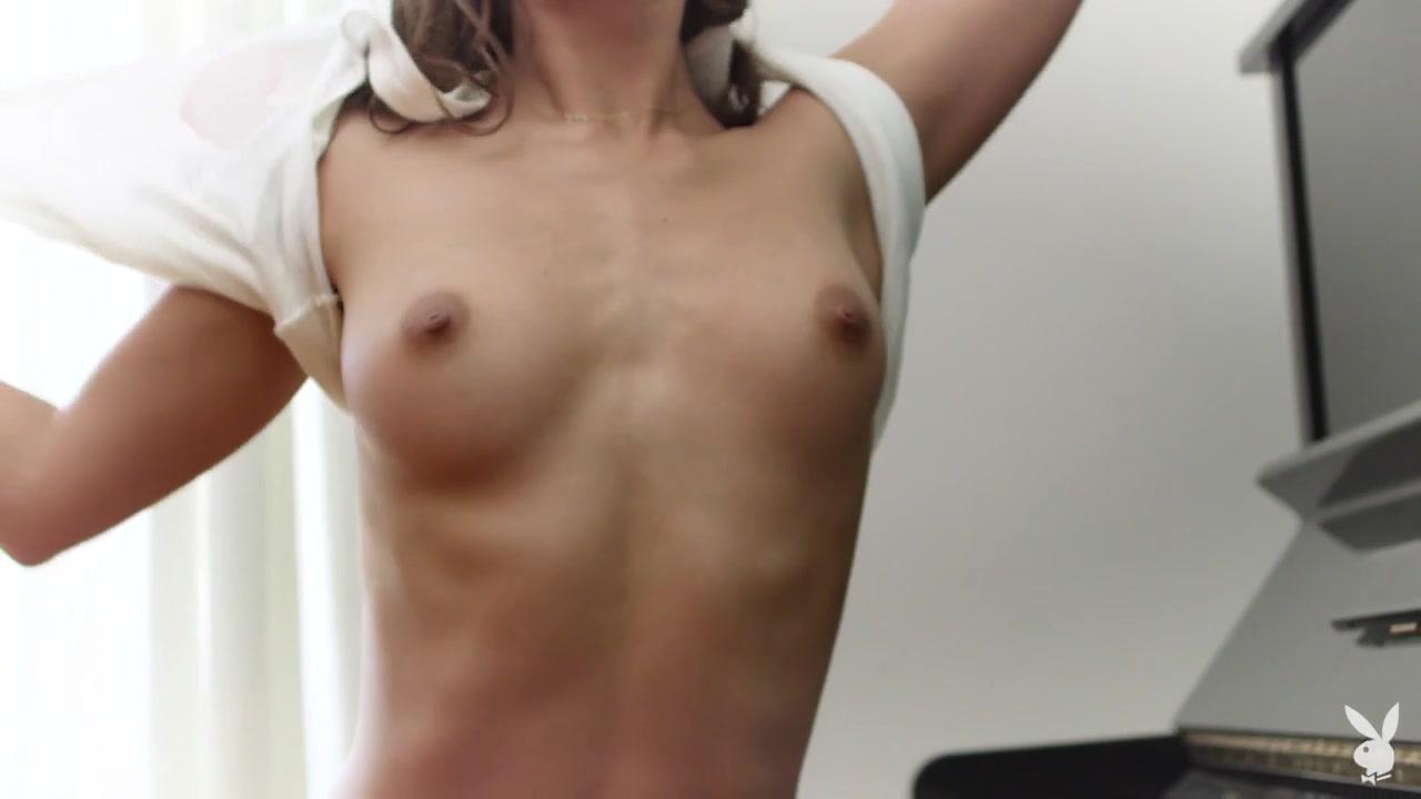 Uma Jolie in Soulful Expression - PlayboyPlus