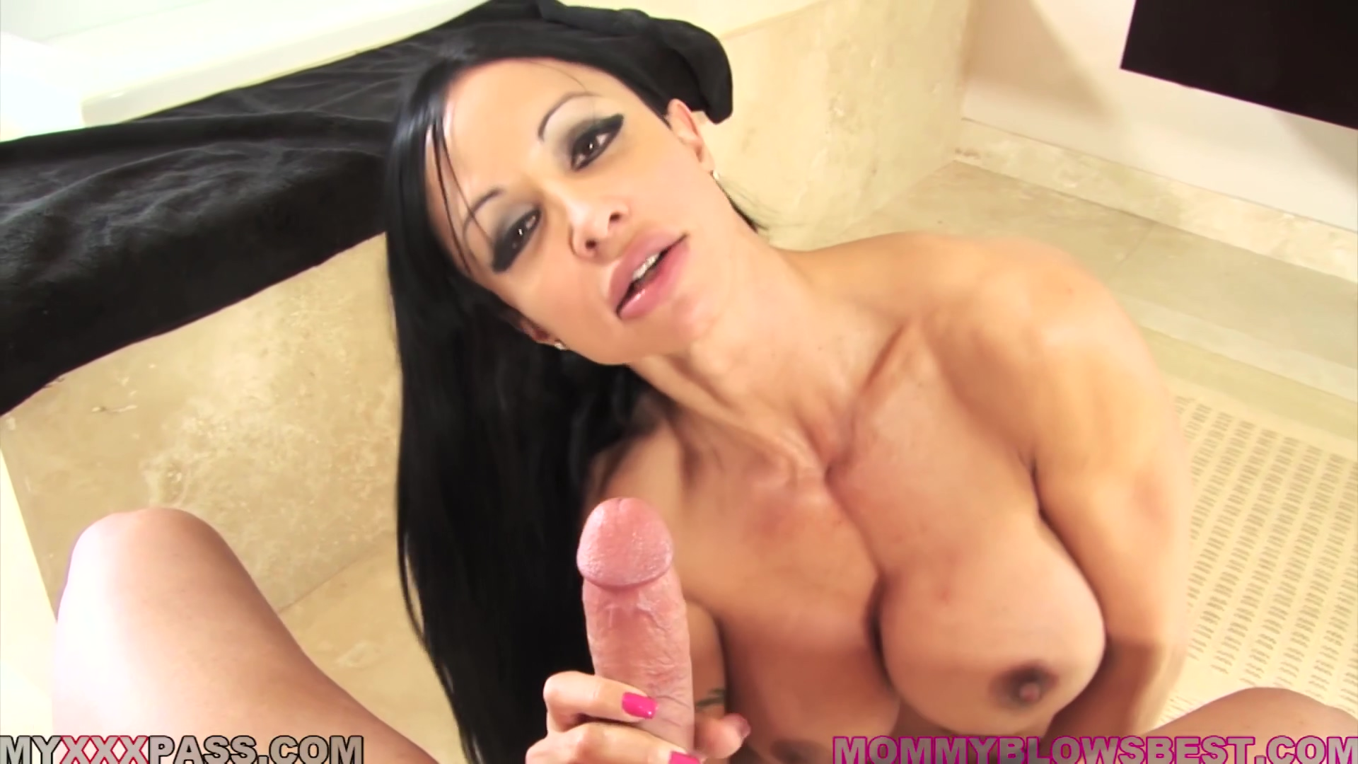 Jewels Jade is a MILF who loves sex