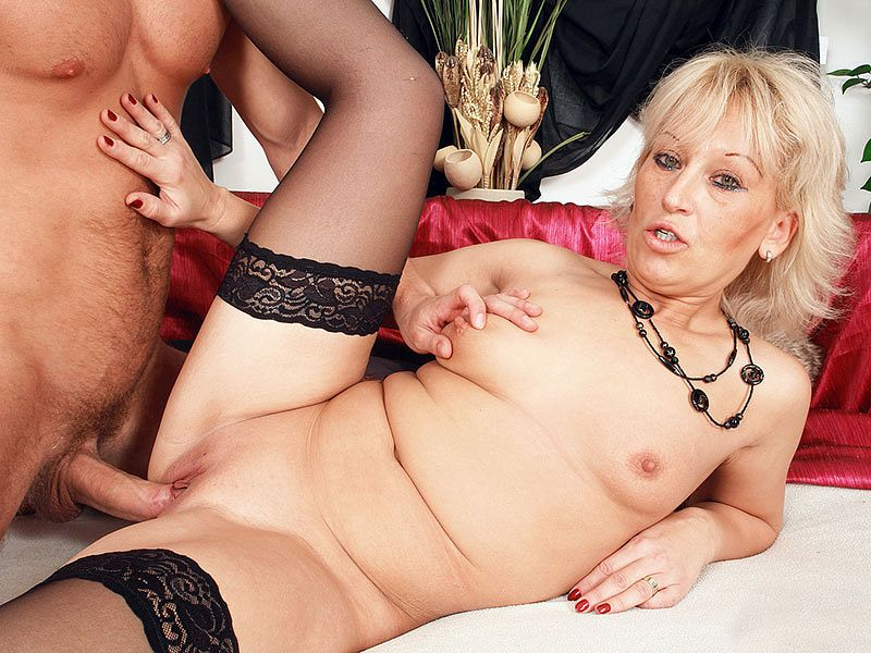 Mrs. White's afternoon delight - Samantha White and Denis Reed - 40SomethingMag