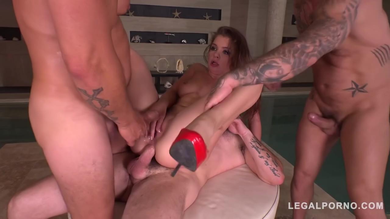 lp Renata Fox fucked by 3