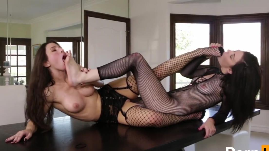 jenna reid and Serena Blair foot worship