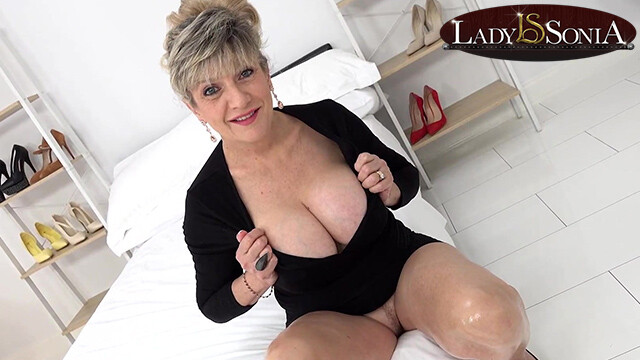 Busty mature Lady Sonia wants you to wank to her tits