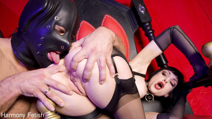 Sofia Valentine & Ree Petra in Flog'em And Fuck'em Threesome - KINK