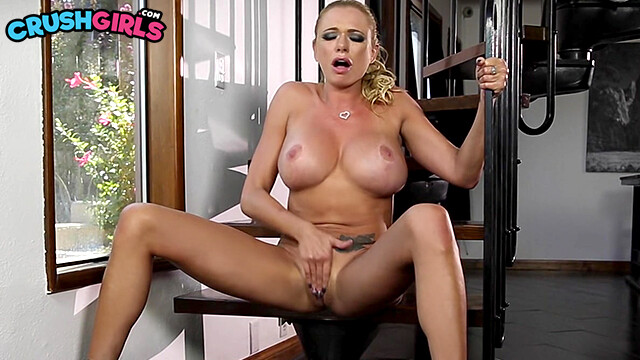 Insatiable babe Briana Banks gets off with her fingers