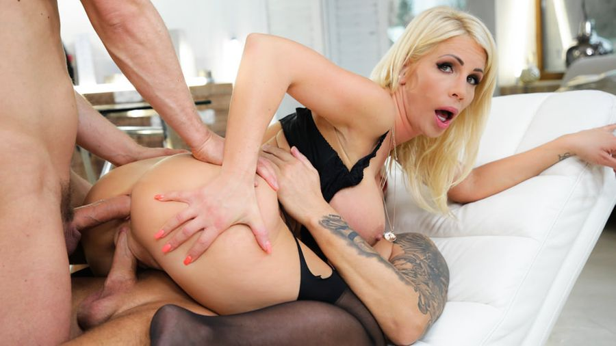 Tiffany Rousso & Kristof Cale in Executive Passion