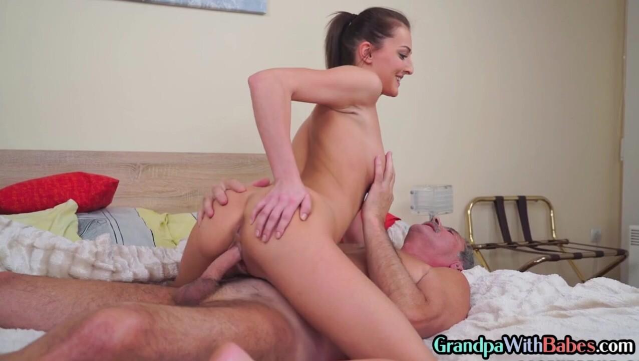 Babe sucking senior ciziten in kinky duo before cockriding