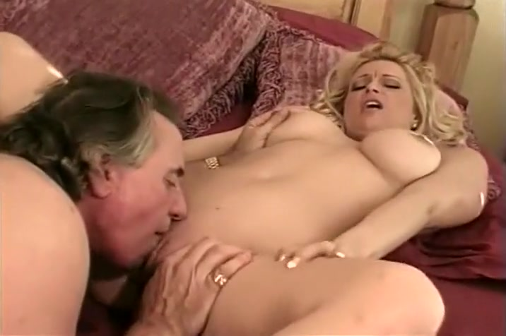 Brooke's Blowjob in the Hot Tub leads to Hardcore Anal Fucking