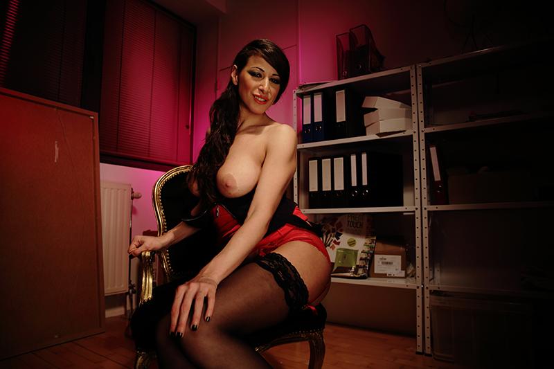 Martina Gold in Big Titted MILF Martina Gold samples her friends dick - Vivid