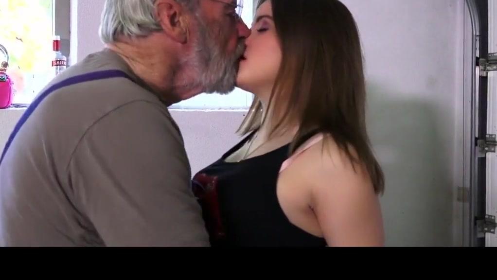 HD Old Man Fucks junior Girl His Small Cock Fucks Her Mouth
