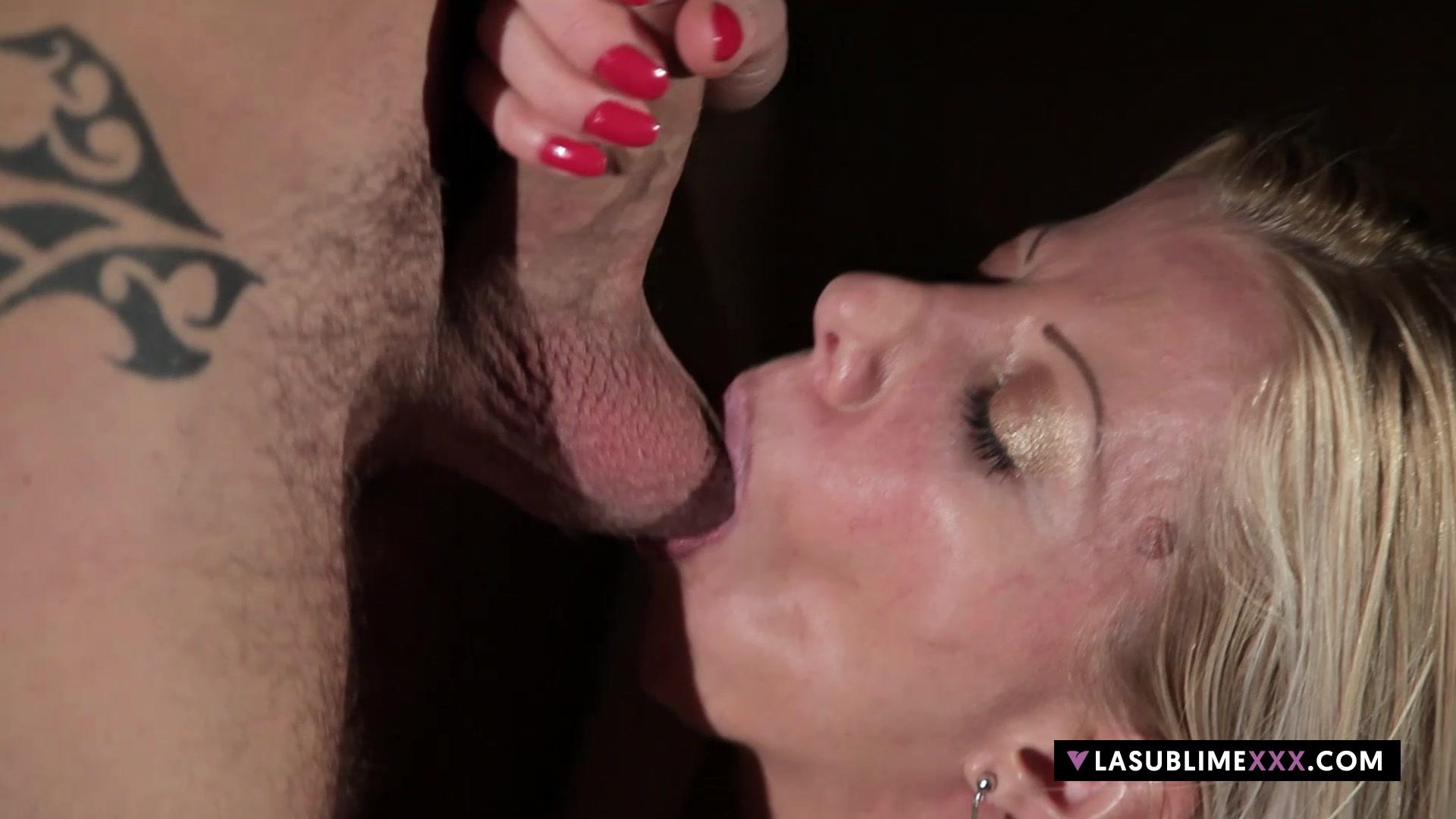 LaSublimeXXX Horny blonde Lara De Santis fucks on the sofa