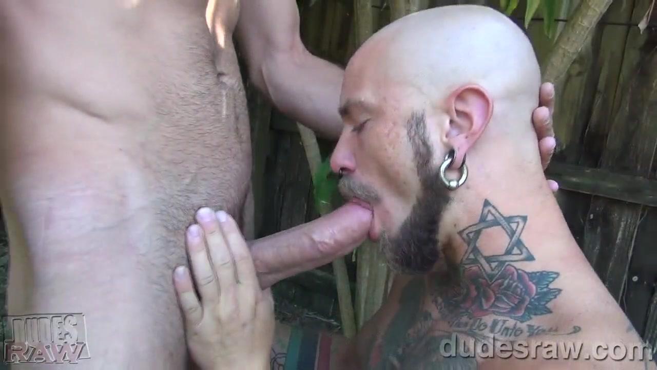Brett Bradley Fucks Cy Kohen Bareback - DudesRaw