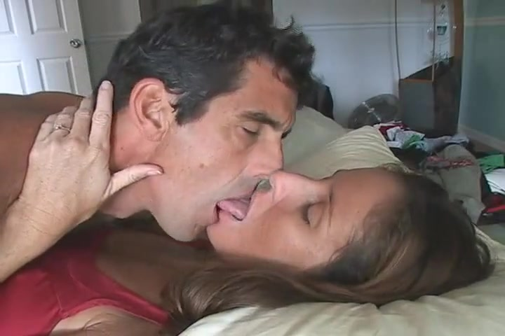 Busty Lesbians Tongue Kissing